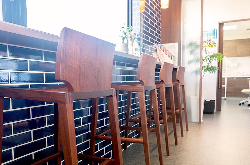 カフェのような空間でリラックスして受診